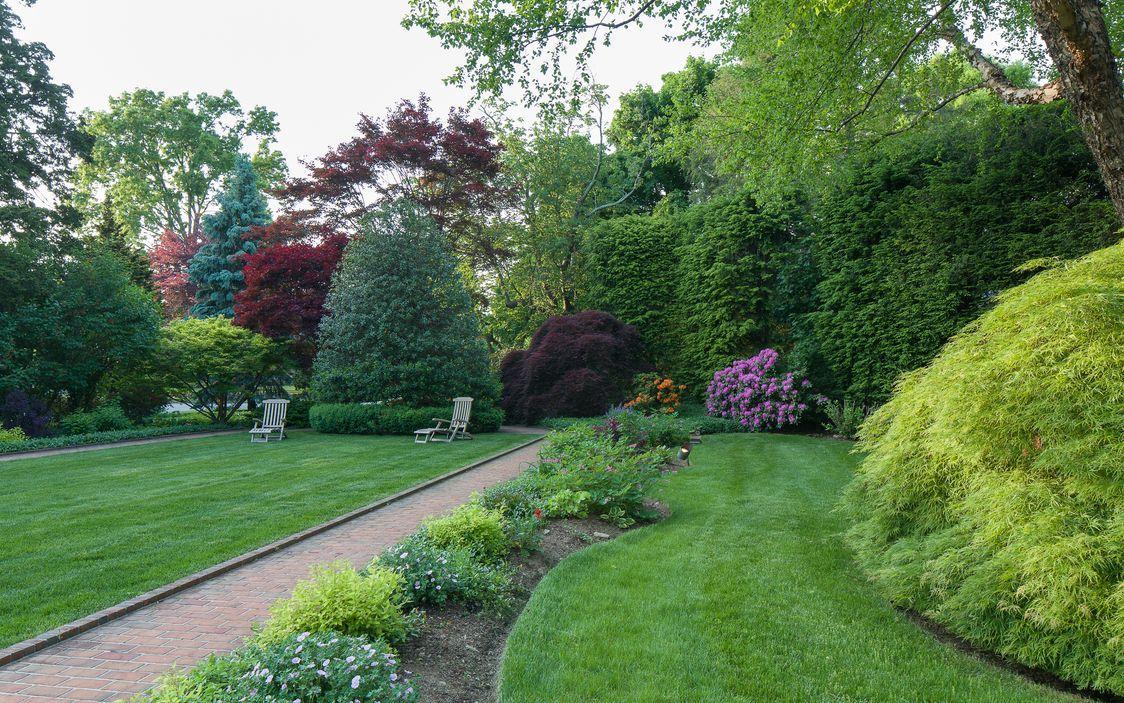 2 Northwestway Bronxville Ny 10708 Garden Styles Garden Sidewalk