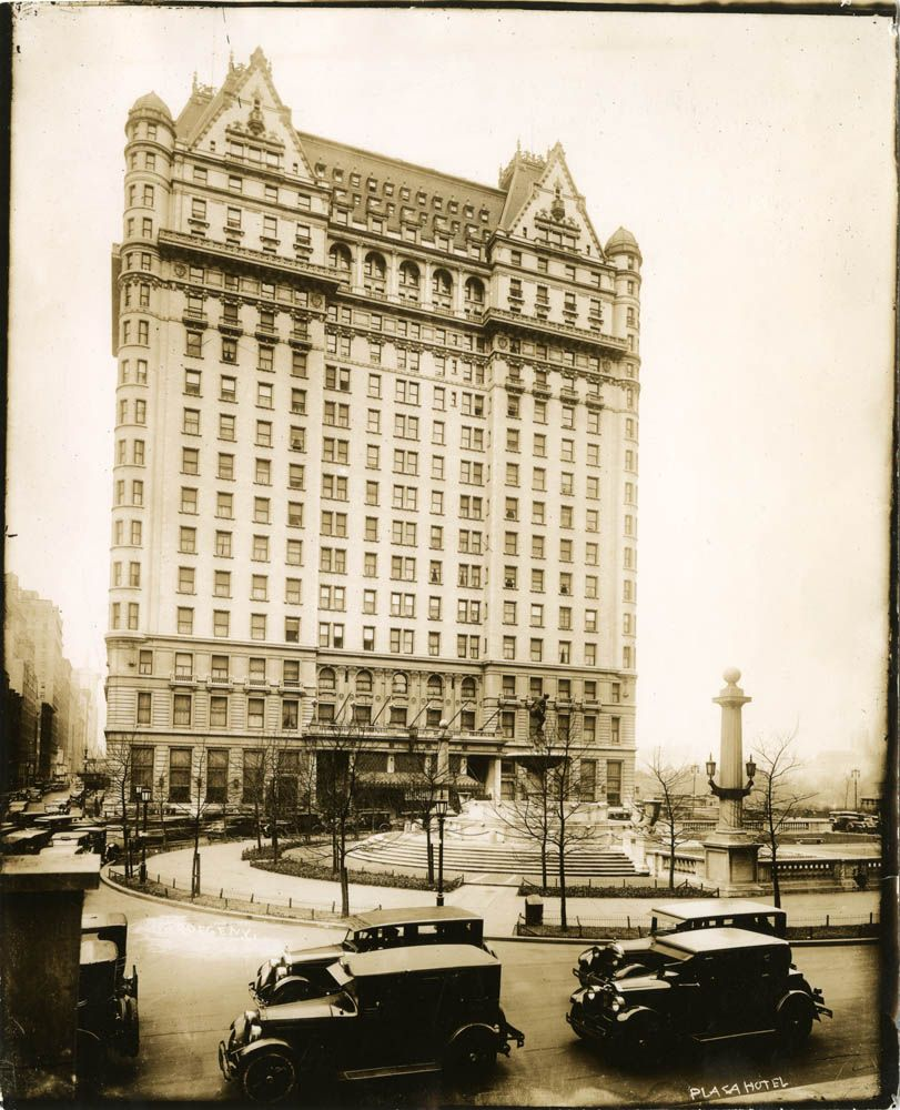 Plaza Hotel, Fifth Avenue, NYC, ca. 1927, photograph by William J. Roege, #nyc #ny