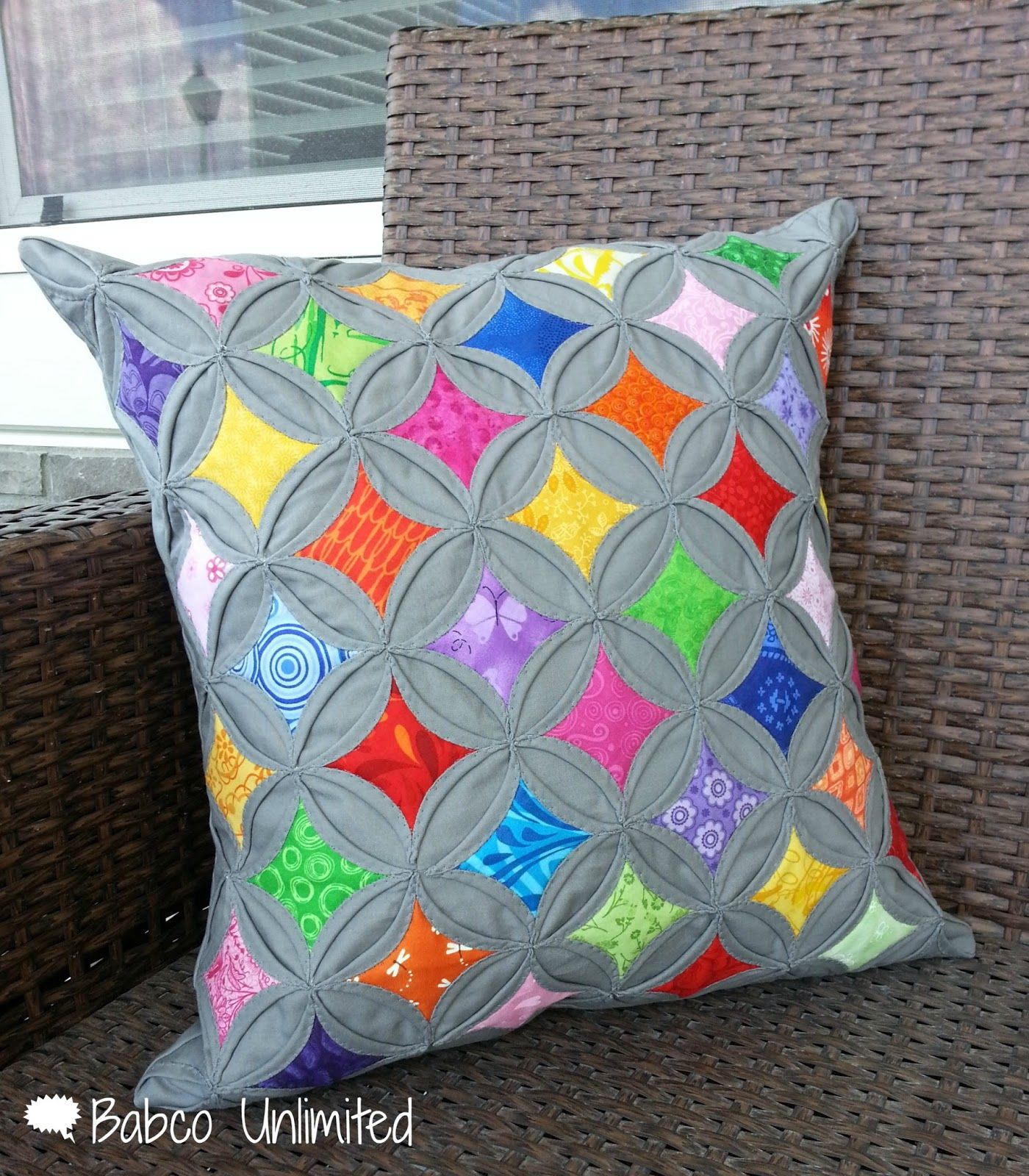 BabcoUnlimited.blogspot.com -- Modern Cathedral Windows Quilt ... : pillow and quilt - Adamdwight.com