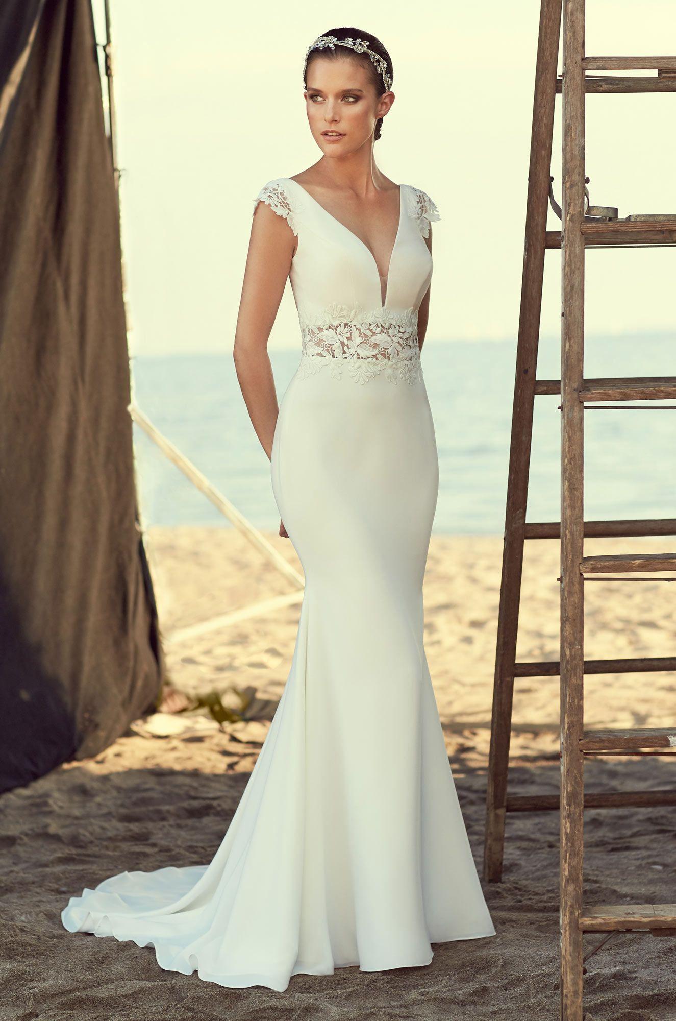 Guipure lace and crêpe wedding dress vneckline crêpe bodice with