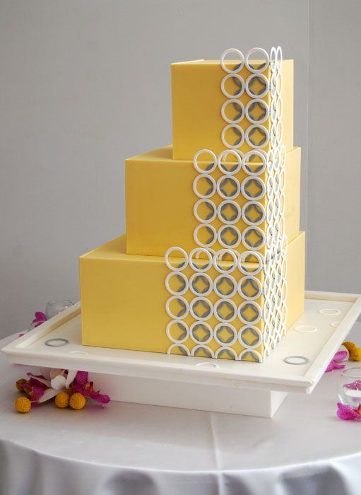 Rings Cake – An ultra-modern cake with interlocking rings in a clean ...