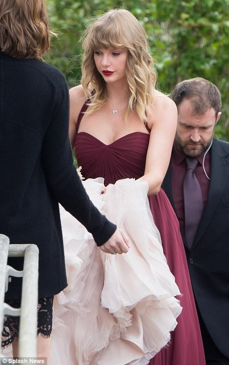 Taylor Swift Is An Attentive Bridesmaid At Abigail Anderson S Wedding Taylor Swift Hot Taylor Swift Taylor Swift Style