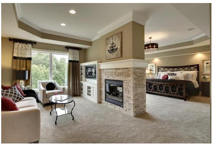 Superbe Chambre A Coucher Prinicpale Tout Confort Avec Foyer Et