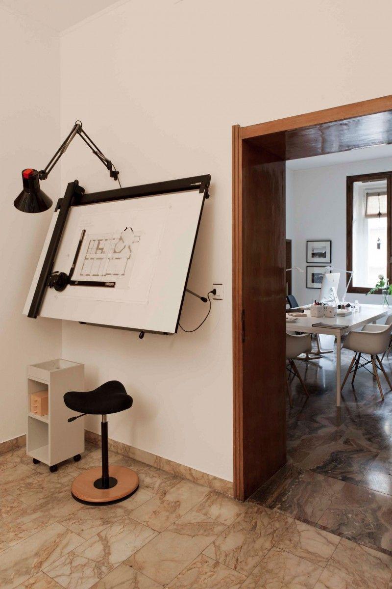 The studio of antonella dedini oficinas escritorio de - Mesas de arquitectura ...