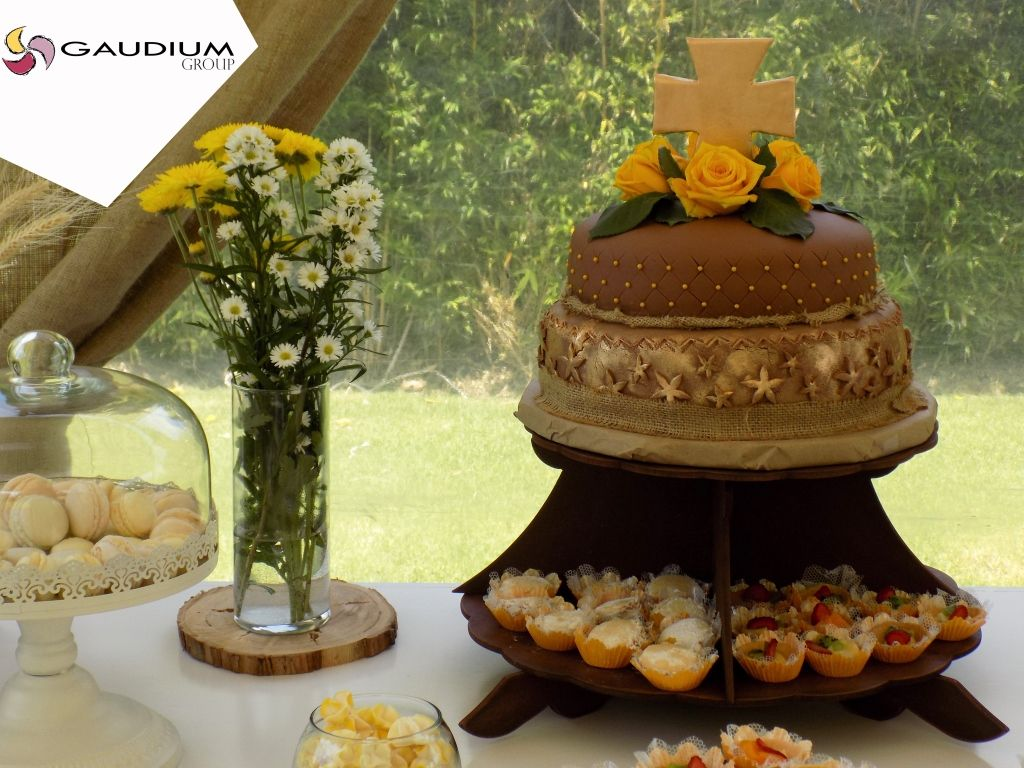 The cake!! Made by María Belén Miranda, as well as every little dessert over the table.  #eventsEcuador #eventplanner #cake #firstholybaptism