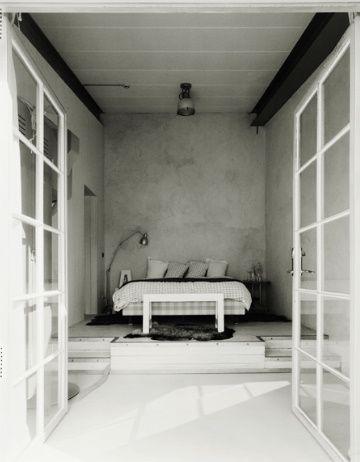love the doors + raised floor