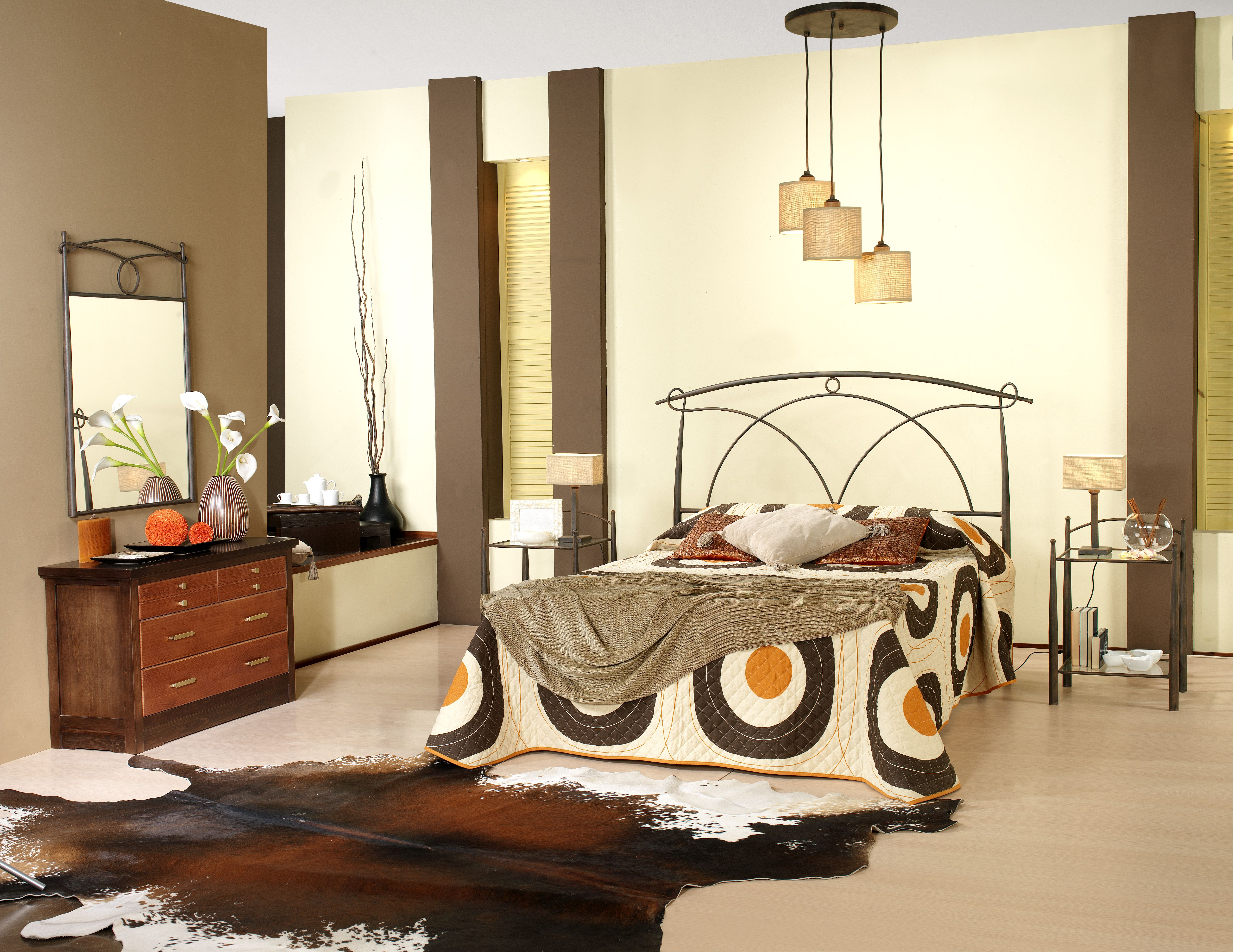 Dormitorio de forja y madera mod Orion fabricado a mano tonos de
