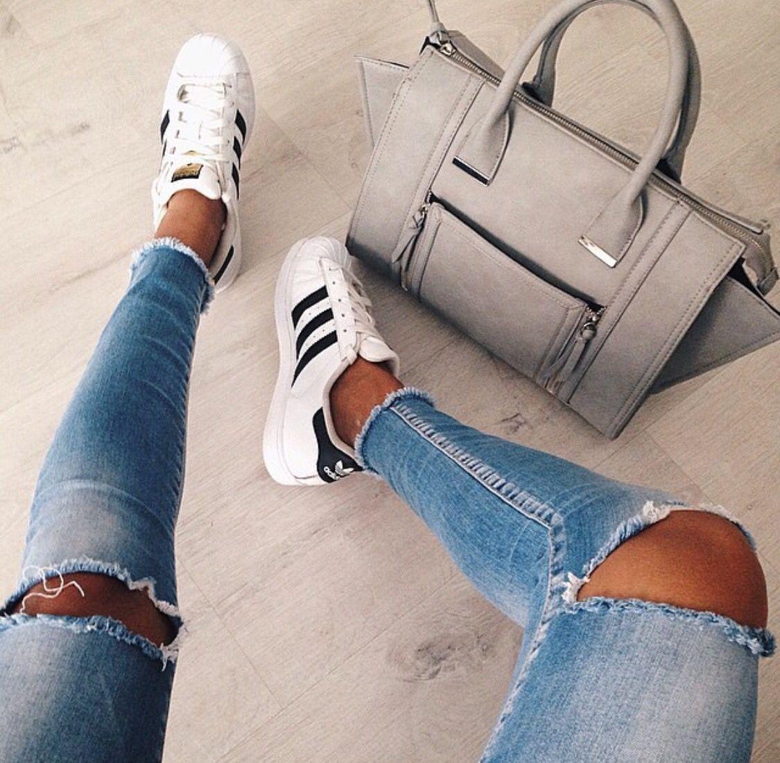 картинки ног в джинсах и кедах сухой