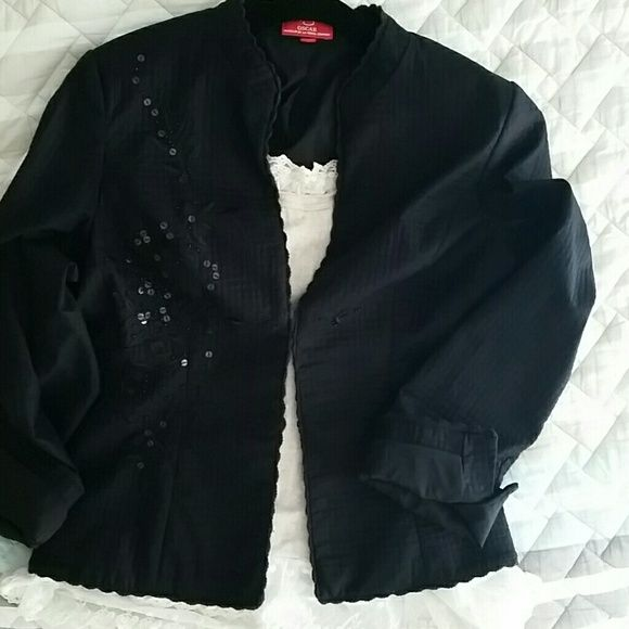Oscar De LA Renta Blazer Gorgeous and Versatile. It could be worn with jeans or with a skirt/ dress, great craftsmanship on the front left hand side, back and a bit on the sleeves. Gently worn once. Oscar de la Renta Jackets & Coats Blazers