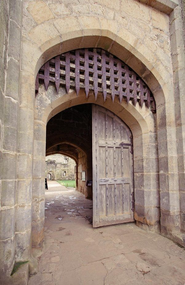 Why would you build a portcullis if you could build a gate? Are solid wooden doors not stronger than a wooden mesh? - Quora & Why would you build a portcullis if you could build a gate? Are ...