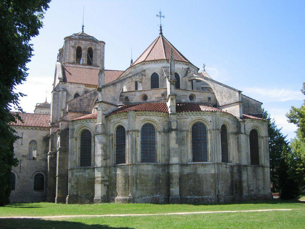 Vézelay l'arrière de l'abbaye