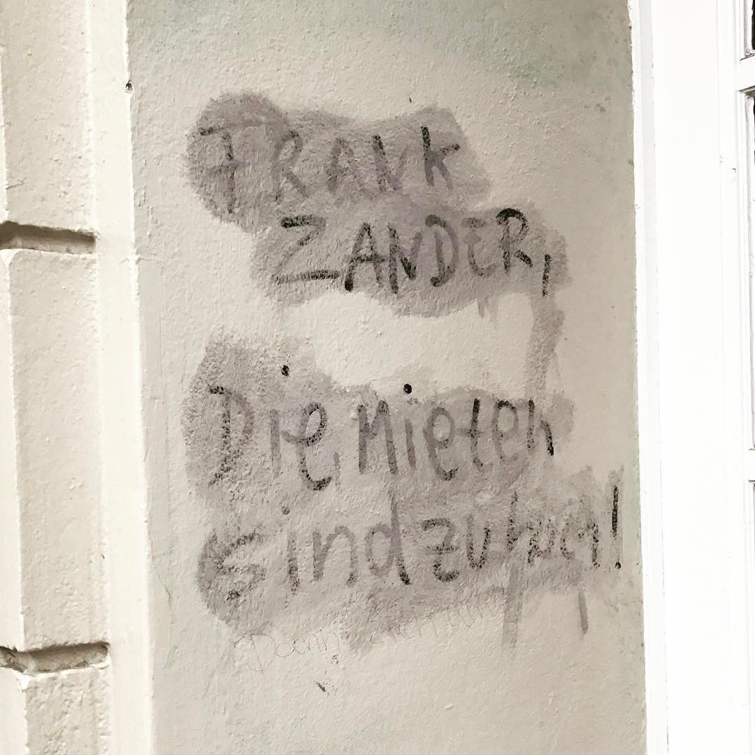Tu was Kurt! #gentrification #berlin #neukölln #berlinstagram #gentrified #mieten #rent #rixdorf #frankzander #hierkommtkurt #notesofberlin #graffiti #graffitiart