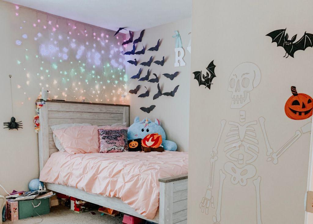 Easy Spooky Kid S Room Halloween Decoration Ideas Heymomster Halloween Room Decor Halloween Decorations For Kids Easy Diy Halloween Decorations