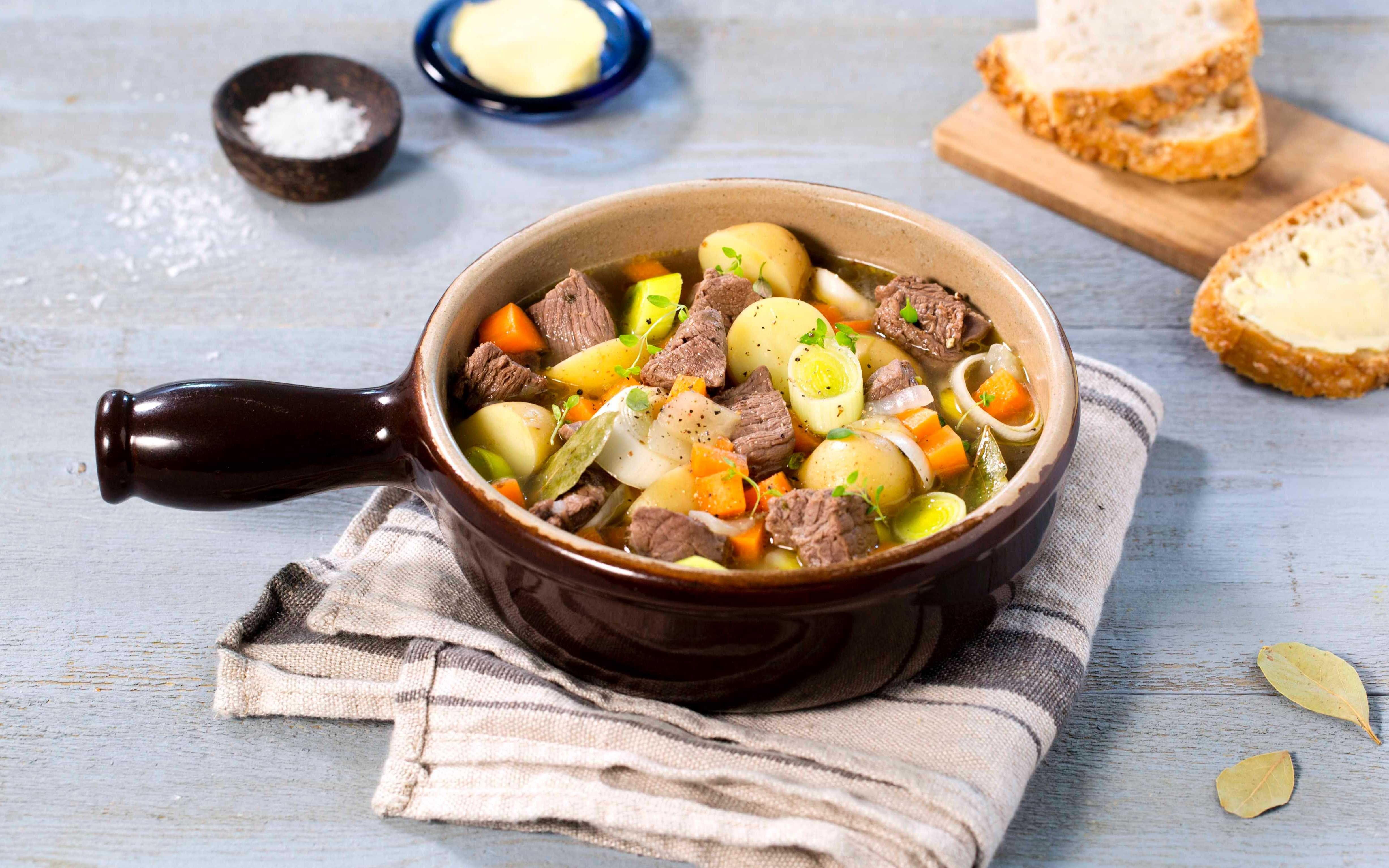 Den samiske nasjonalretten bidos, er en deilig gryte laget med reinsdyrkjøtt og grønnsaker. Bidos serveres både til hverdags og fest, og smaker appellerer til store og små med sin milde smak.