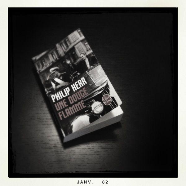 """""""Une douce flamme"""" ou les aventures d'Eichmann & Mengele reconvertis en honnêtes citoyens argentins...  """"Une douce flamme"""", Philip Kerr. Éd. Le livre de poche, 8,00 euros."""