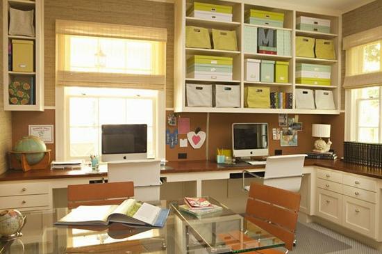 Home office para duas pessoas.
