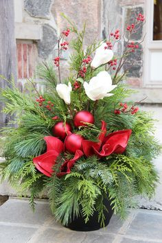 Christmas & Winter Planters on Pinterest | Christmas Urns, Outdoor ...