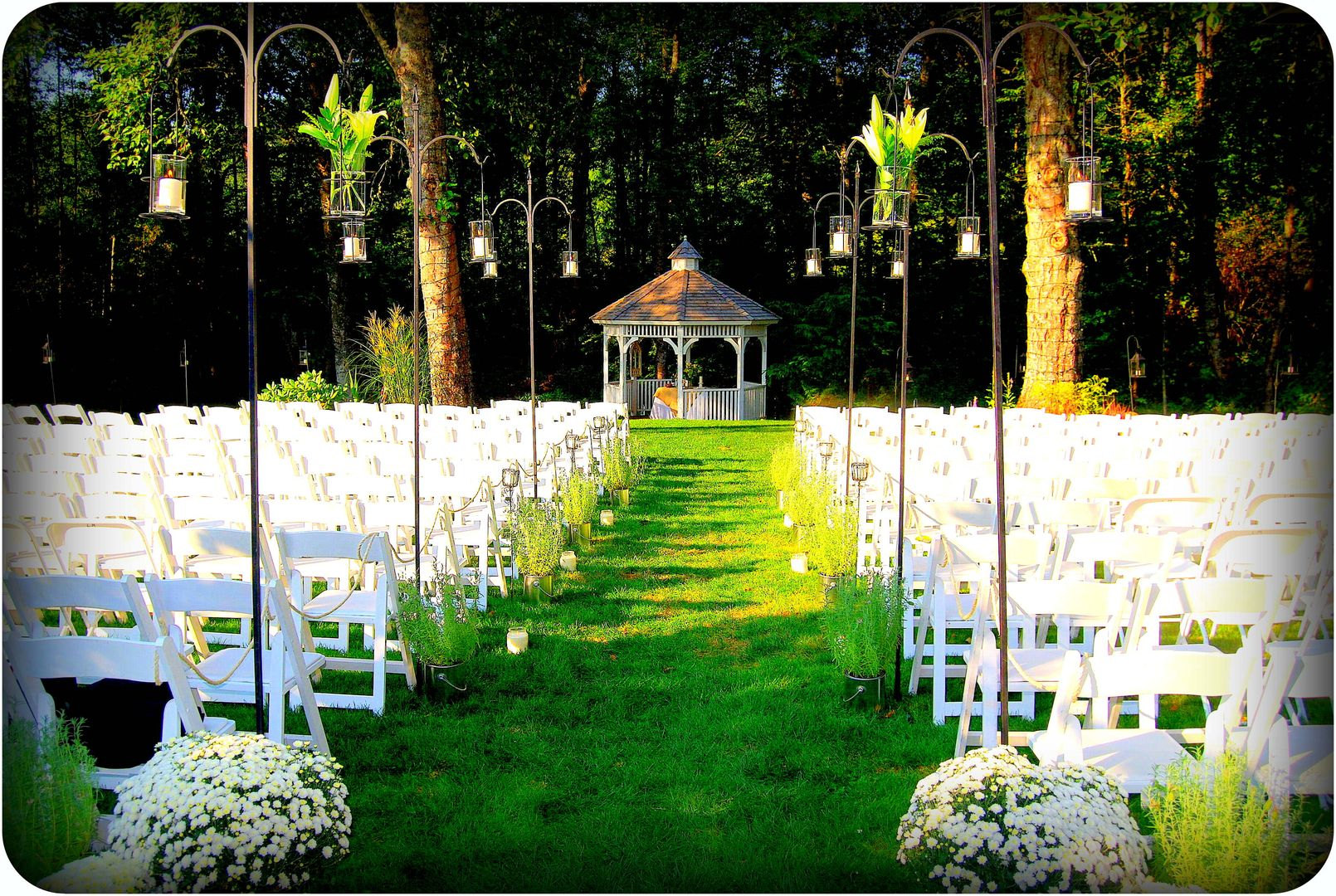 Knollcrest gardens outdoor wedding venues is located in