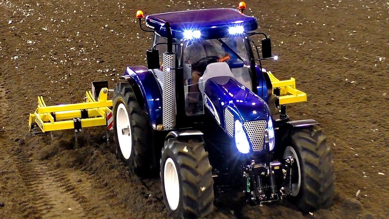 ♥ | © BIG RC TRACTOR T7070 NEW HOLLAND SCALE 1:8 MODEL WORKING ON A FIELD / Fa...