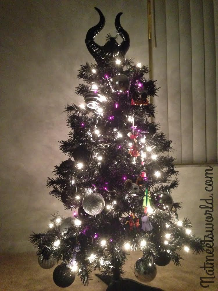 How cool is this?! A Disney Villain Halloween Tree