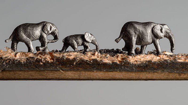 Künstlerin Cindy Chinn ist bekannt für ihre Schnitzereien aus Bleistiftminen. Im Auftrag der Organisation Epiphany Elephant hat sie eine winzige Elefanten-Fam