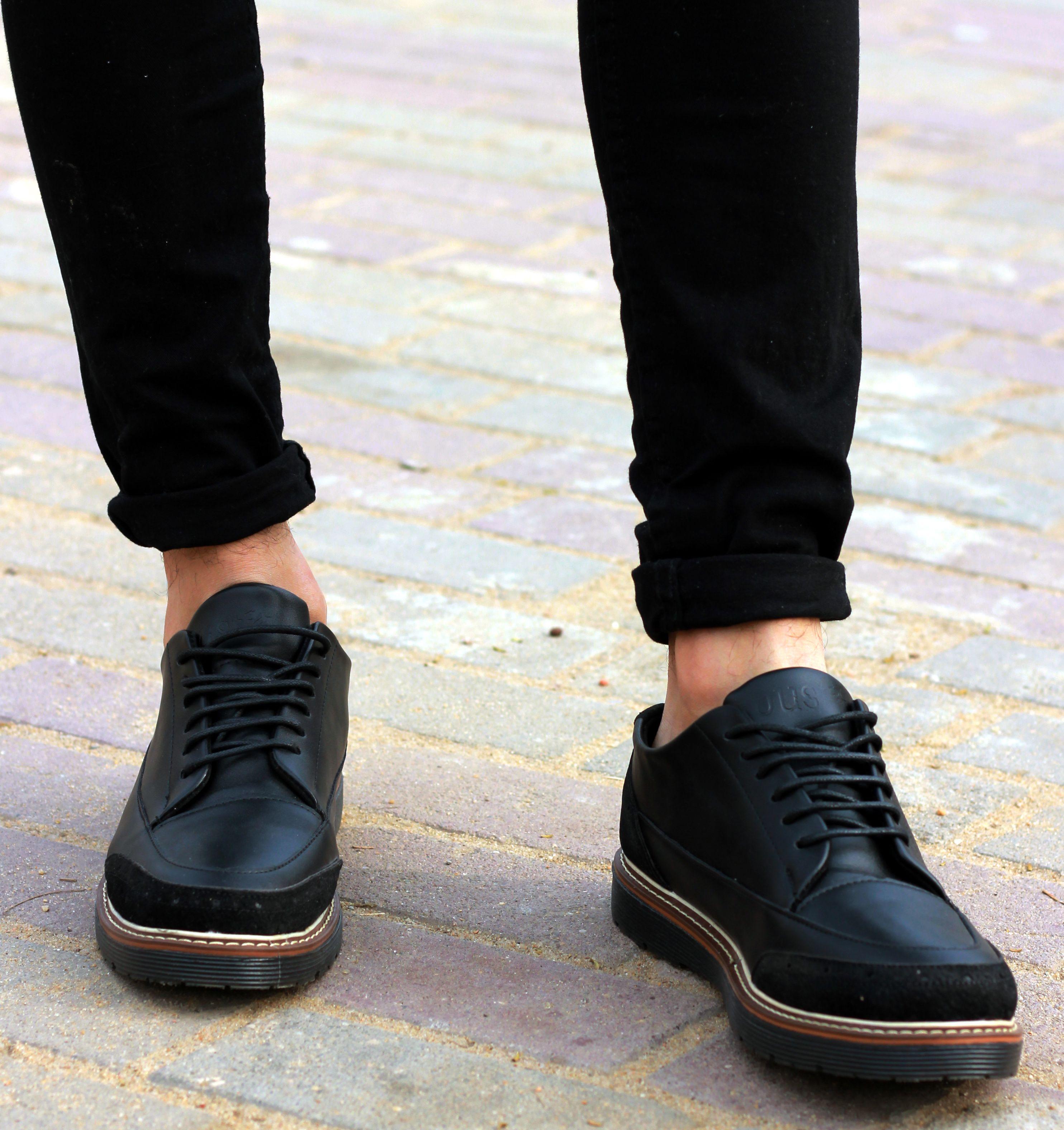 الشوز الجلد ب190 جنيه بدلا من 300 يعني خصم ج 110 Shoe Brands Combat Boots Boots