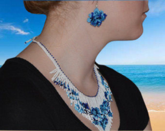 Corte blanco azul rosa collar de flecos Beadweaving. Grano de la semilla, gargantilla, por Trendydeals