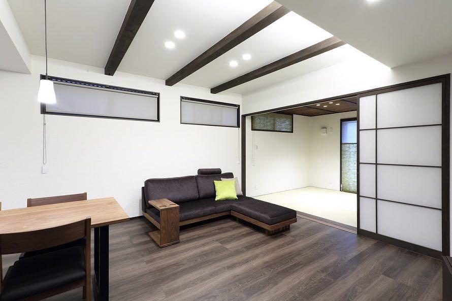 ダークブラウンを基調としたシックでモダンなリビング ダイニング デザオ建設では インテリアコーディネーターによる家具