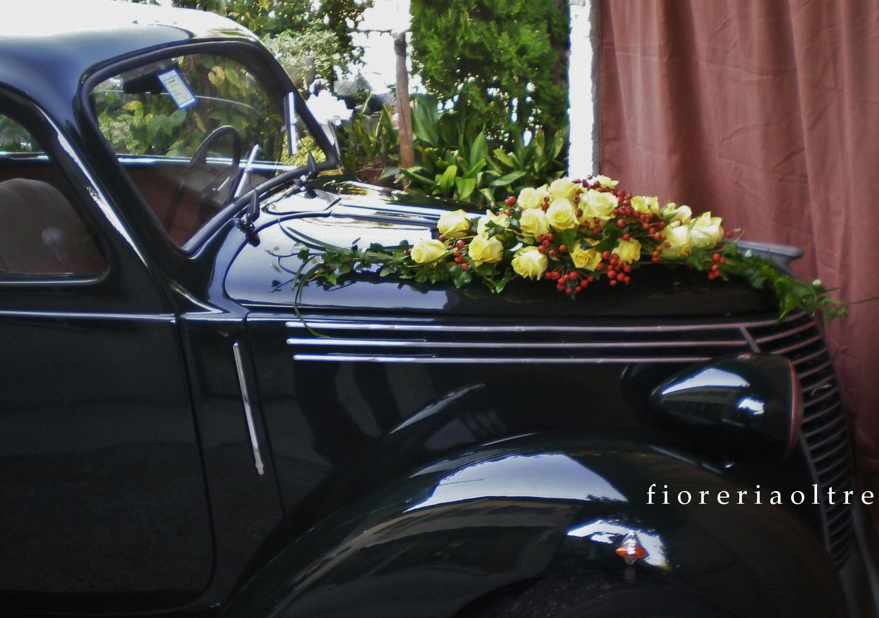 Wedding decorations on cars  Fioreria Oltre Yellow roses and rose hips wedding car decoration