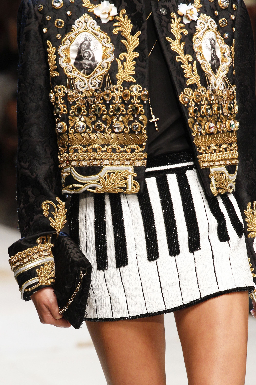 Dolce   Gabbana Spring 2017 Ready-to-Wear Fashion Show Details dda2b7cda0a