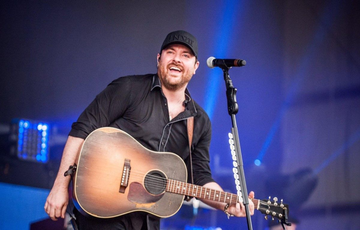 Country music artist chris young gives fans a closer look