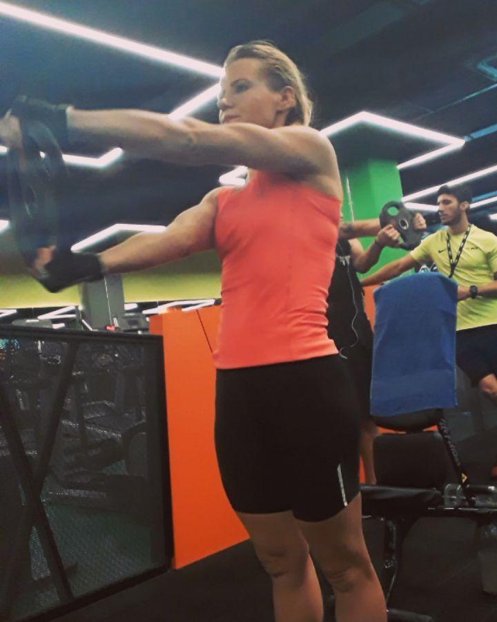 🍃fit_kadin 🍃 4×15  omuz  iç kaslar güçlendirilmesi  egzersiz #armexercises #armsworkout #a...
