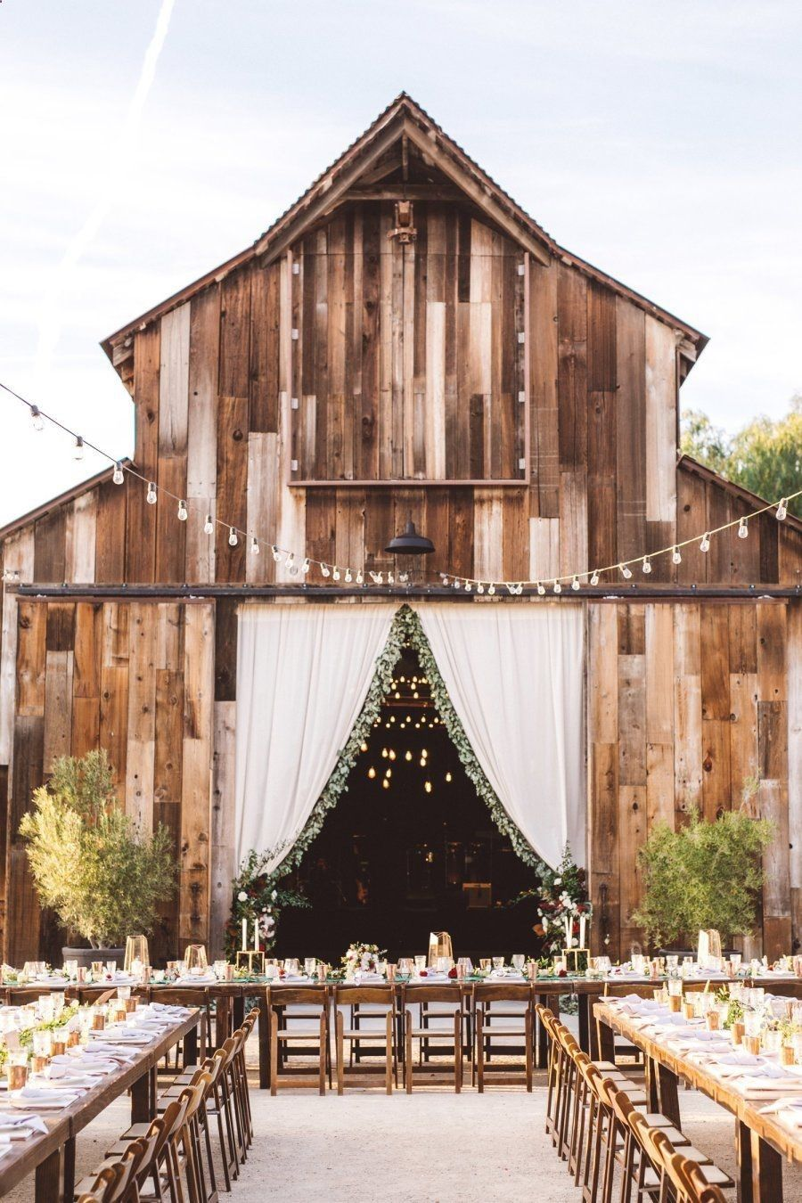 36 Inspirational Rustic Barn Wedding Ideas 2019 #barnweddings