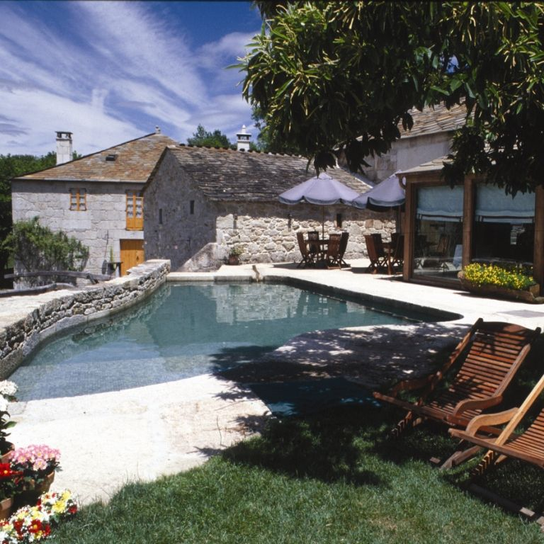 Piscina de casa grande da fervenza con vistas al bosque - Apartamentos con piscina en galicia ...