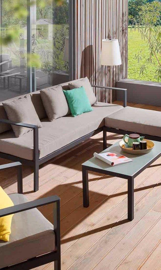 Graues Gartensofa Auf Moderner Terrasse Gartenlounge Von Outliv Gartenmobel Aussenmobel Mobel