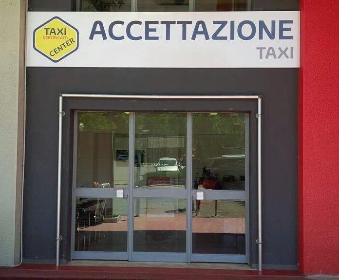 Da oggi l'accettazione Taxi da SefCar Milano ha un sito dedicato ai professionisti del volante . Coloro che apprezzano la qualità  affidabilità Toyota gli stessi che contribuiscono a migliorare l'ambiente.  #Toyota  #Taxi  #tortonadesigndistrict #toyotadesign #Setsuna #salonedelmobile #fuorisalone #fuorisalone16 #superdesignshow #superdesignshow16 #forniturefair #forniture #interior #mobilitasostenibile #mobile #toyotasefcar #toyotasefcar #milan #japancar #carforinstagram #hybridlife…