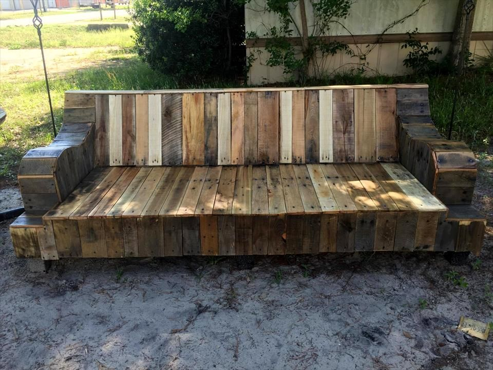 Via Refurbished Old Couch Into Pallet Sofa 101 Pallet