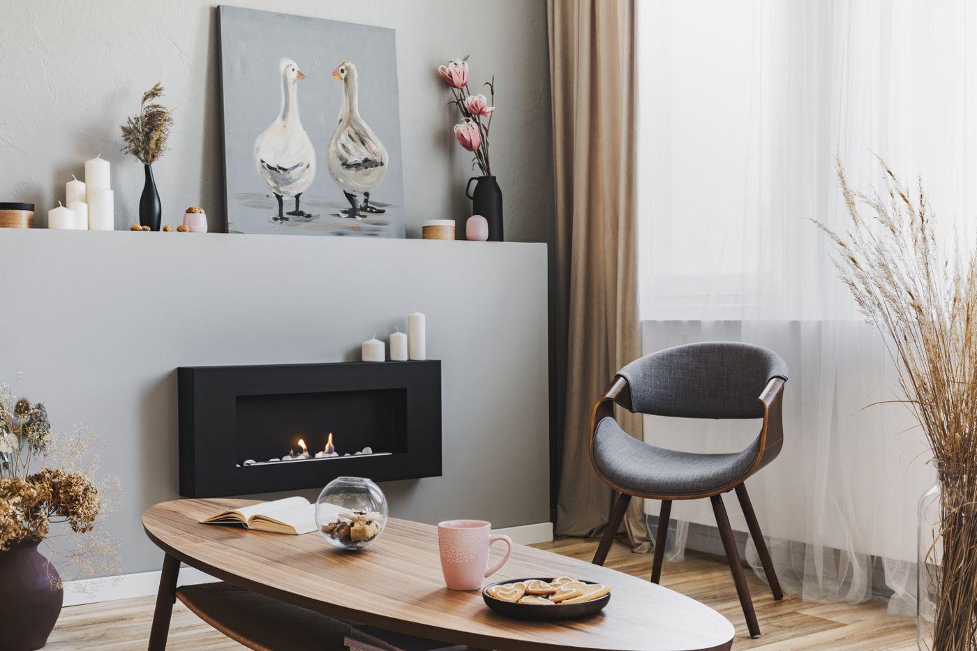 Mobel Online Kaufen Kleines Wohnzimmer Mit Gaskamin Und Designer Sessel Im Retro Wohnstil Einrichten Elegantes Wohnzimmer Mobel Online Kaufen Online Mobel