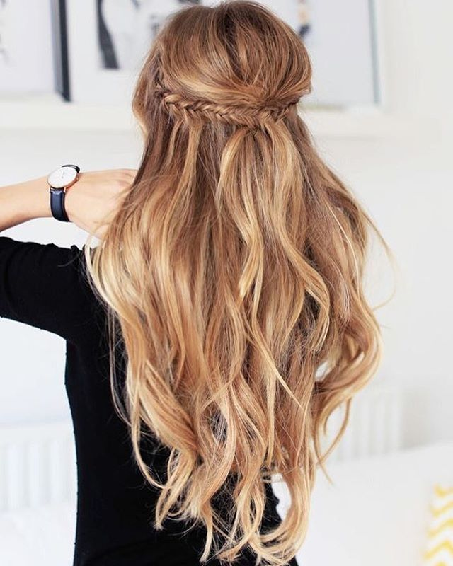 Sunday Morning Hair Inspiration Love The Beach Waves Braids For A Casual Weekend Look Hair Styles Wedding Hairstyles For Long Hair Luxy Hair