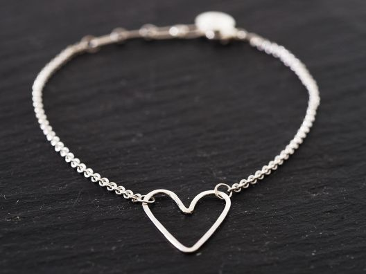 {silver heart bracelet} love the simplicity of this
