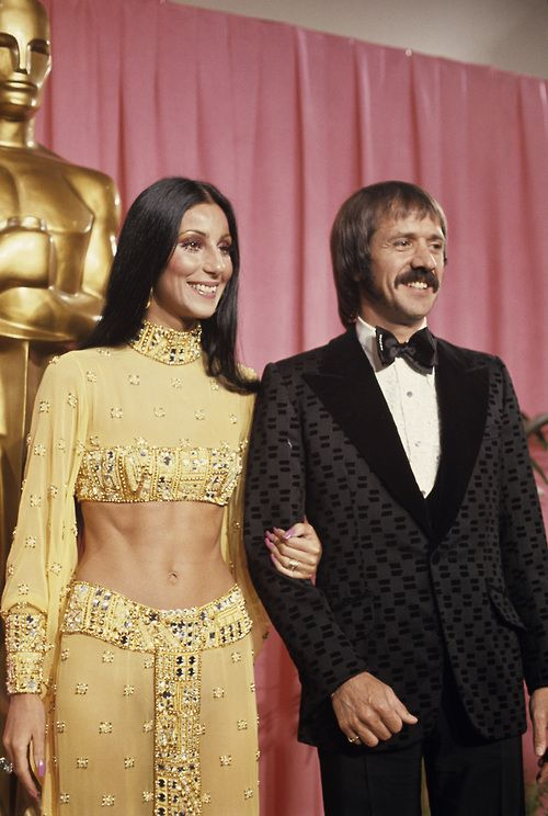 Sonny And Cher At The 45th Annual Academy Awards In 1973 Oscar Fashion Sonny And Cher Costumes Cher Outfits