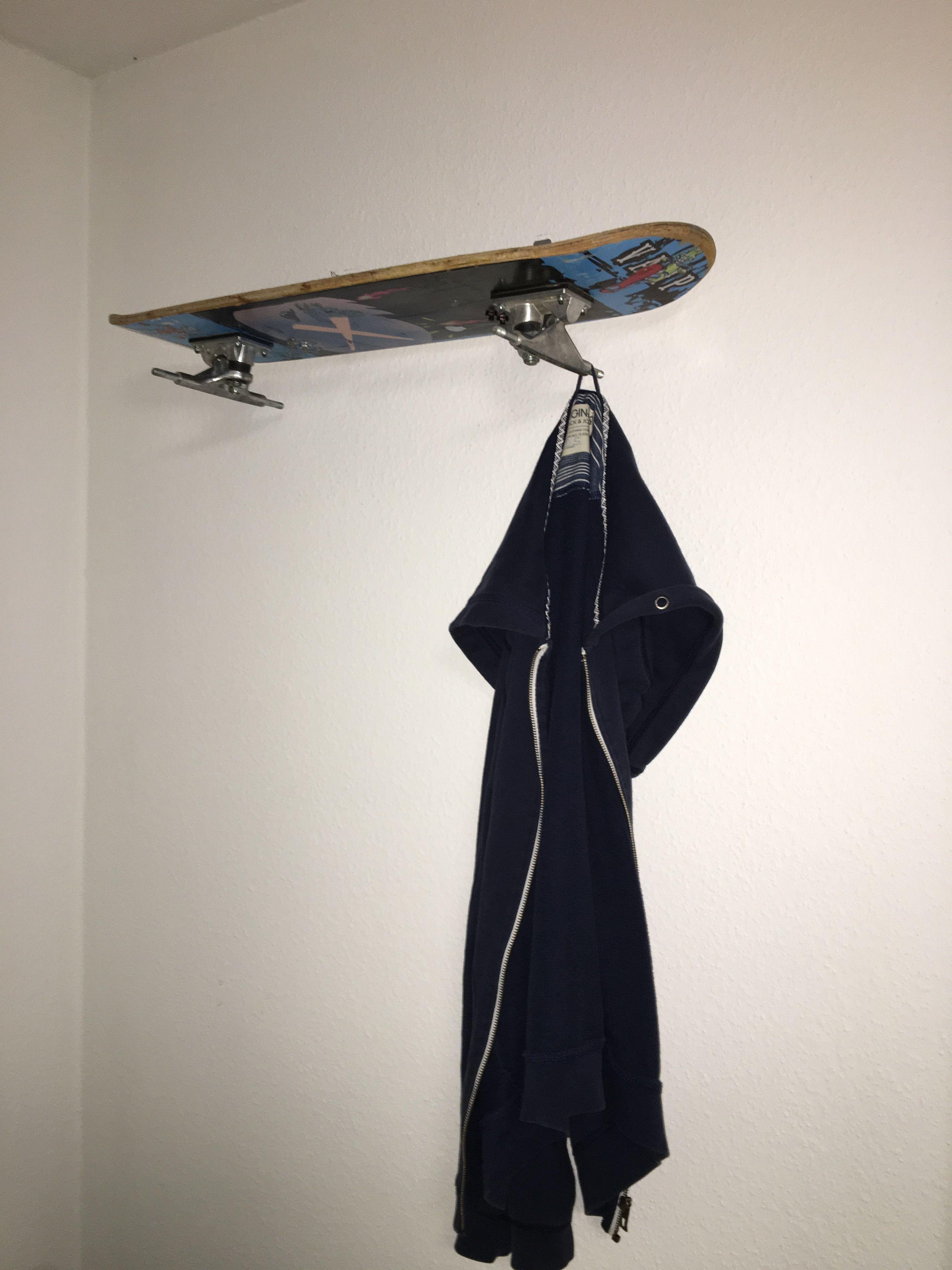Diese Garderobe Wurde Ganz Einfach Aus Einem Skateboard Und Zwei