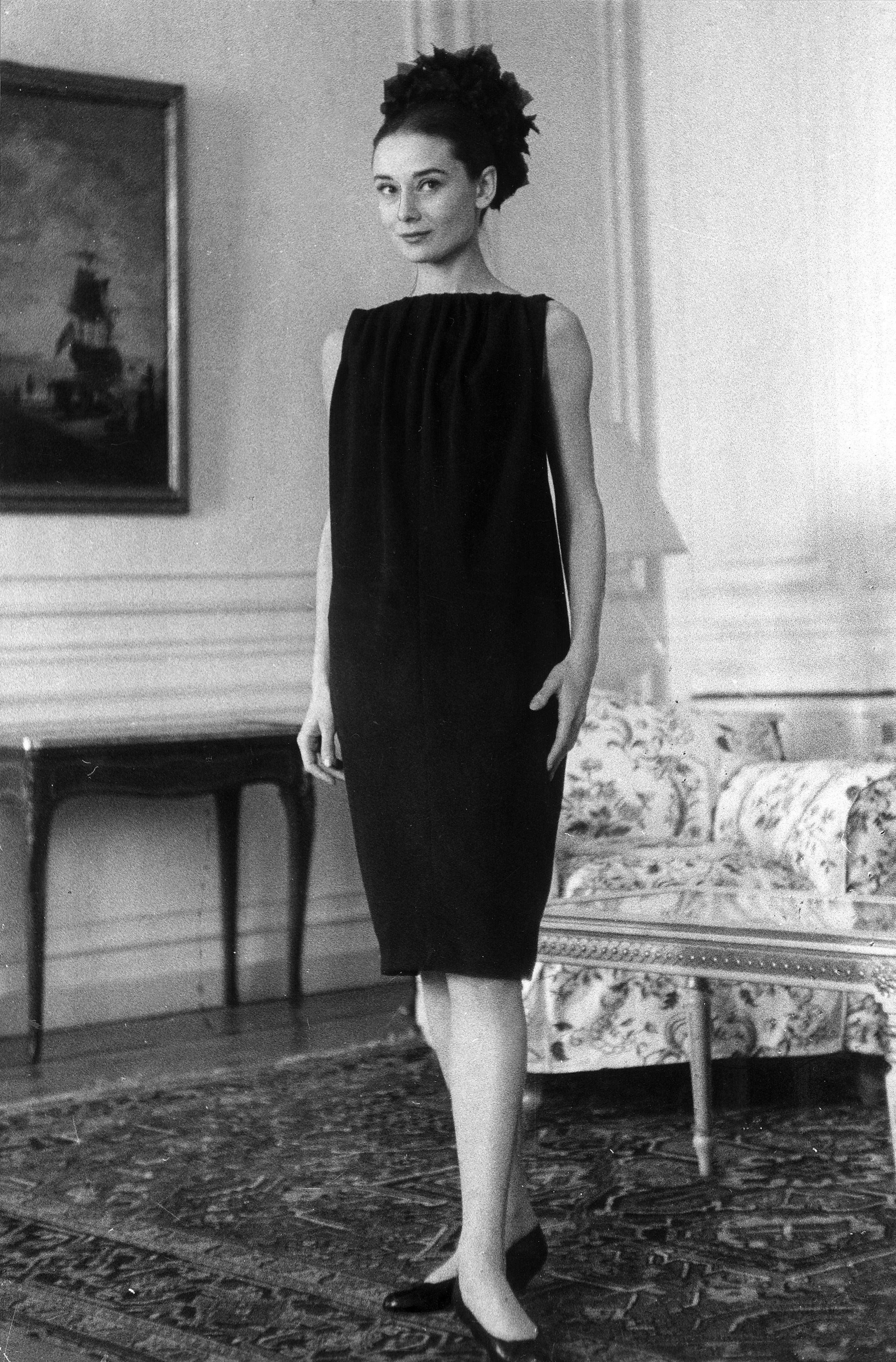 audrey hepburn 39 s 16 best beauty and fashion tips audrey pinterest audrey hepburn ponerse. Black Bedroom Furniture Sets. Home Design Ideas