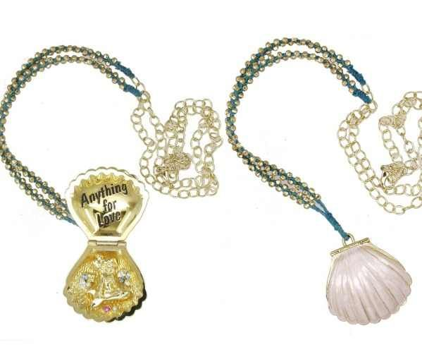 yes!!!!!!!!!!!!!!!!!!!!!!!!!!!!!!! The Little Mermaid seashell necklace