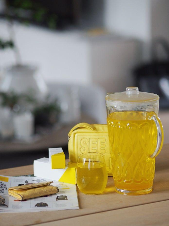 YESTERDAYS TEA IS JUST AS GOOD AS A COLD BREW Gårsdagens «cold killer» funker like bra varm som kald så i dag har jeg drukket den med fersk mynte og litt isbiter. Jeg elsker den deilige gulfargen og føler at den gir meg like mye påfyll av vitaminer som det selve ingrediensene gjør.