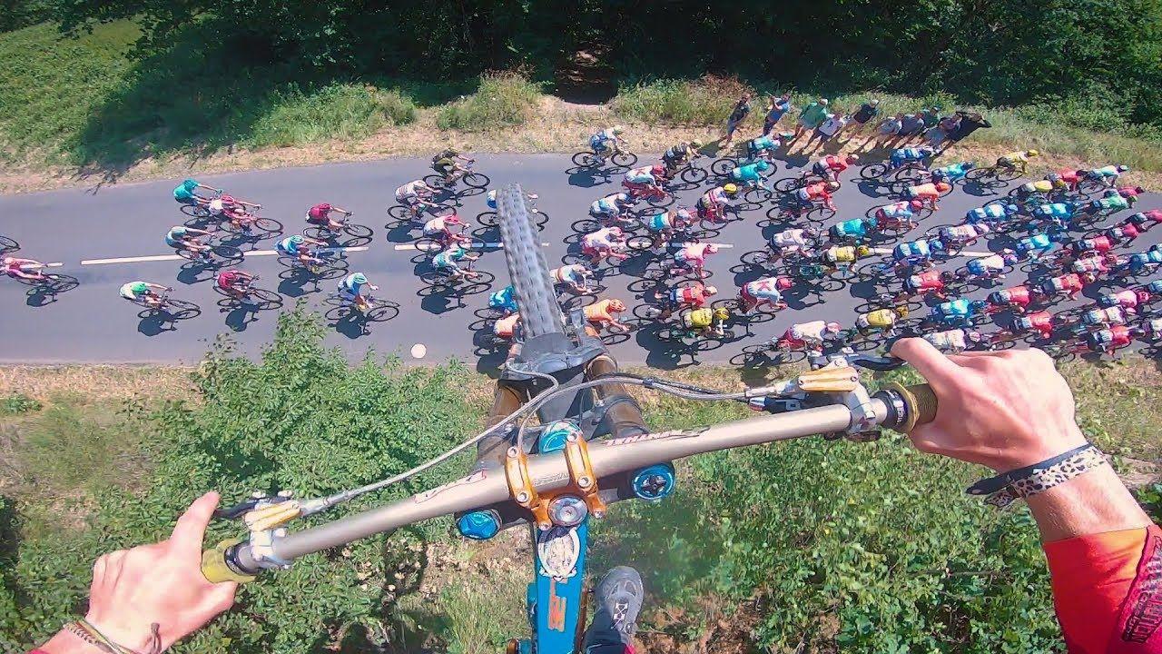 Valentin Anouilh Springt Mit Dem Fahrrad Uber Die Tour De France
