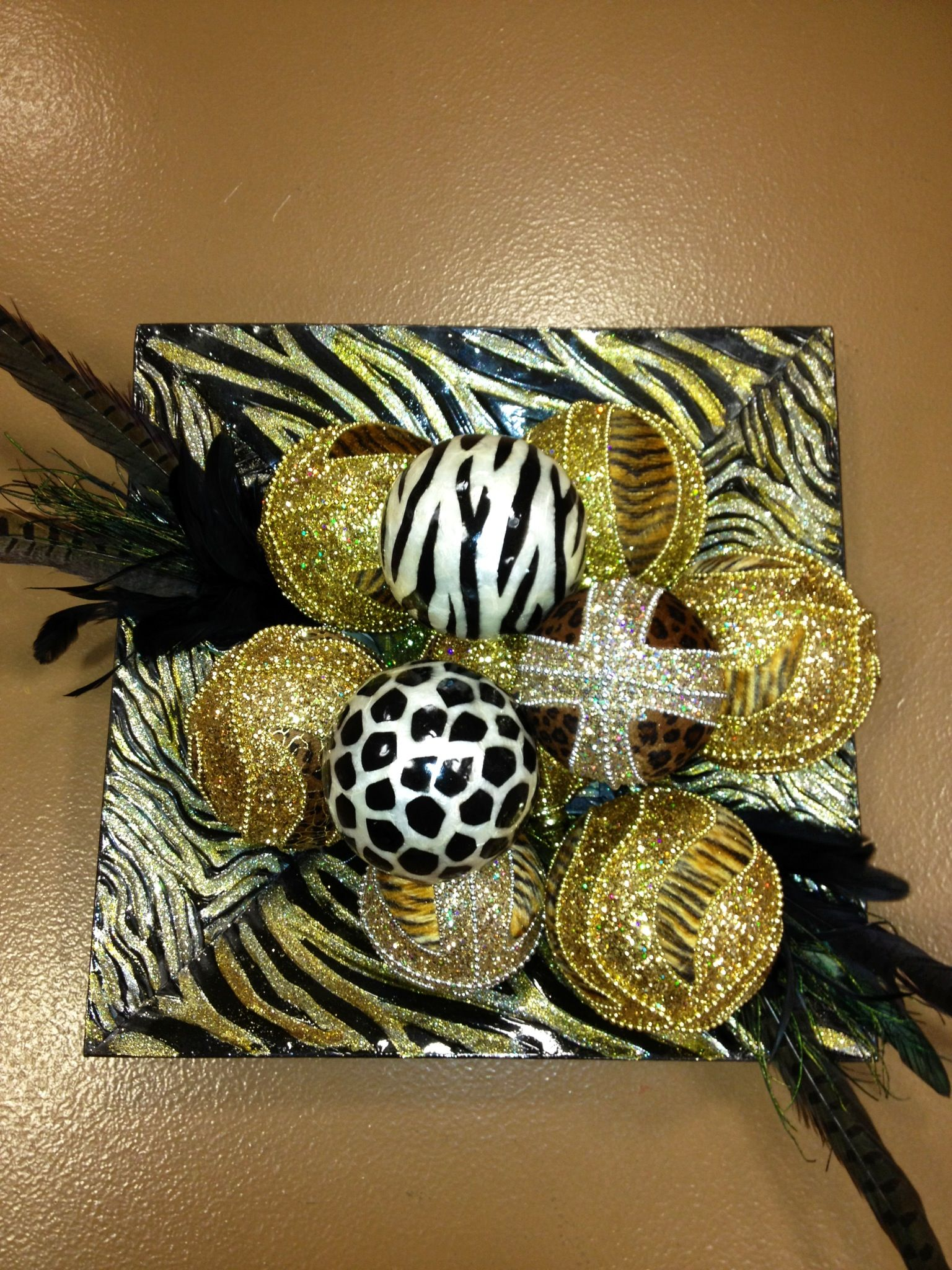 Decorative balls with safari glass square plate. (With