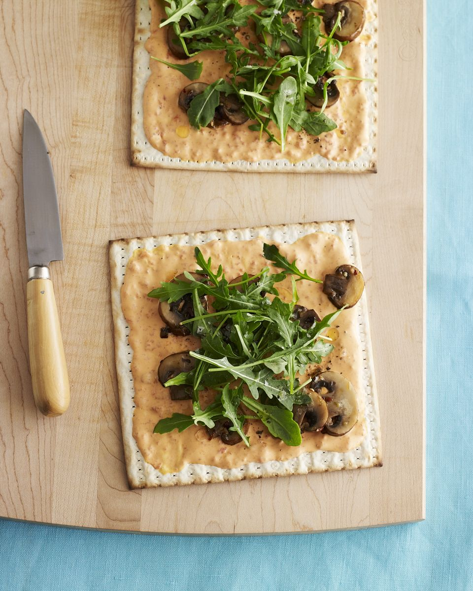 Roasted Red Pepper And Arugula Matzo Pizza
