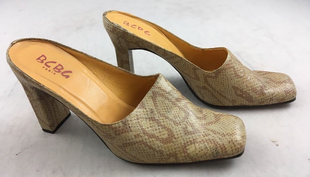 Vintage BCBG Paris snakeskin mules. These are 90 style mule with a thick chunky heel. Excellent vintage condition. Womens size 8.5 please look for a better idea. There are some markings throughout because of wear. Please feel free to ask any questions you may have. These are made in Italy. Thank you for taking a look! We work hard to describe, ship and respond to all of your needs as quickly and efficiently as we can. If you have a problem with your item feel free to contact us and we will…