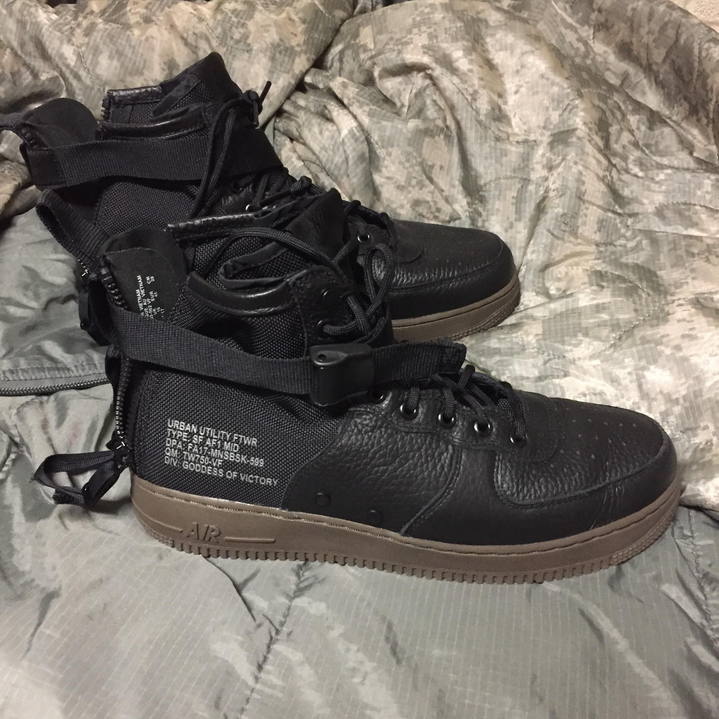 detailed pictures da5e9 70f74 Nike SF Air Force 1 Mid. Love the military styling. And the zippers on